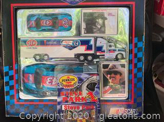 Richard Petty 92' Collector's and Penzoil Mini Car Kit