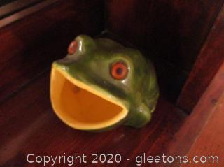 Vintage Open Mouth Frog Figurine