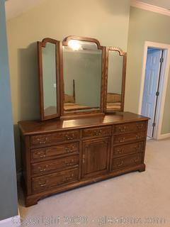 Ethan Allen Vintage Dresser With Tri Fold Mirror
