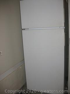 Hot Point 2 Door Refrigerator Freezer