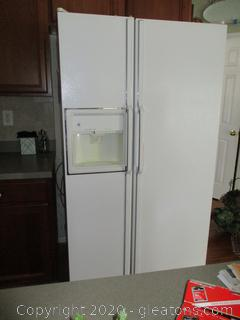 GE Side by Side Refrigerator with Ice Maker