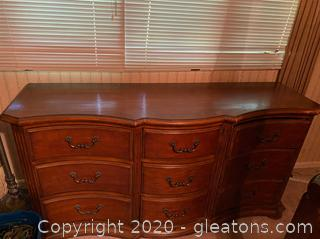 Vintage Ethan Allen 9 Drawer Dresser