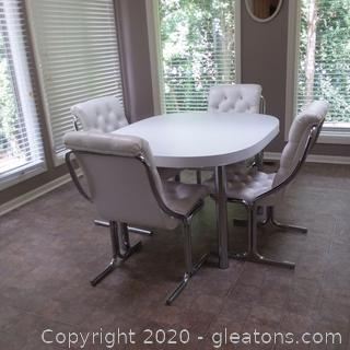 Daystorm Mid-Century Modern Vinyl and Chrome Dinette Set Great Condition