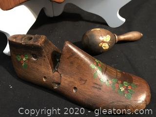 Wooden lot , spoon holder shoe MO;d and darning egg tool