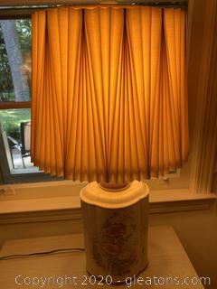 Hollow Vintage Floral Porcelain Table Lamp