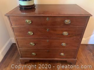 Victorian Mahogany Wood Chest of Drawers