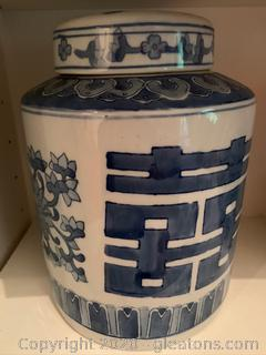 Medium Sized Porcelain Chinoiserie Canister