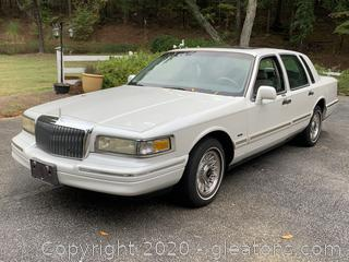 White 1996 Lincoln Town Car