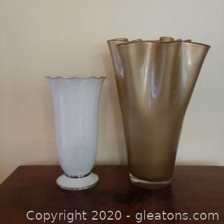 2 Vases – 1 White , 1 Gold