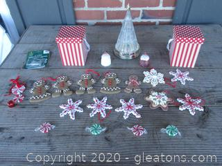 Cookie Christmas & Candy Ornaments / Tree Untested needs batteries / 2 Empty Gift Boxes