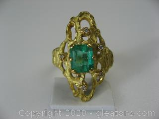 18kt Yellow Gold Emerald Ring