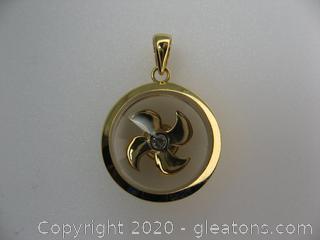 18 kt Yellow Gold Pinwheel Pendant