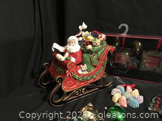 Fits and Floyd Santa in Sleigh Music Box