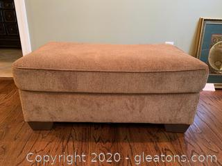 Ashley Furniture Galand-Umber Upholstered Ottoman Goes with lot 8604a