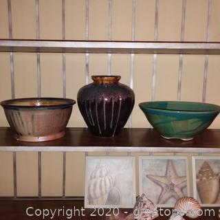 Home Decor- Urn and 2 Bowls