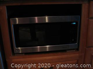 LG Easy Clean Countertop Microwave- Preowned