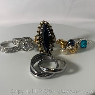 An Assortment of Five Ladies Fashion Rings