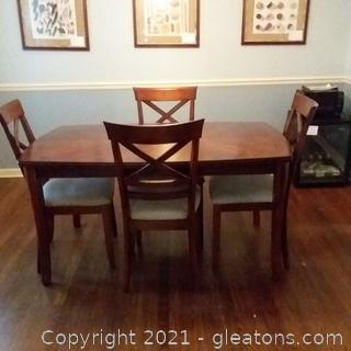 5 Pieces Veca Vn.Co. Ltd Table and Chairs