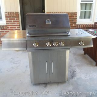 Jenn Air Gas Grill with Cover