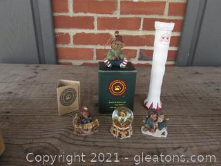 Boyds Bears / Bear-A-STAR Ornament, 2 Boyds Bears Magnets, Boyds Bear Mininature Snow Globe, Unbranded Pencil Santa Candle Holder