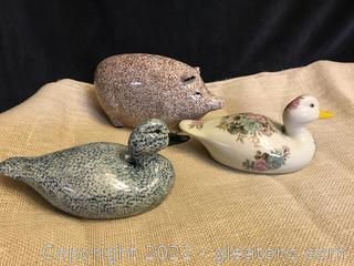 2 CERAMIC DUCKS 1 CERAMIC PIG PIGGY BANK