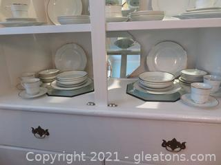 Royal Gallery Fine China with Gold Inlay 9005G Jessica Plus Six Mirror (located in house)
