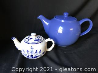 Two blue tea pots