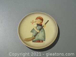 Little Sweeper Plate, #745