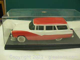Hard Plastic 1:24 Scale Model of a Ford Country Sedan