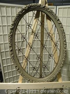 Oval Frame Wire Display