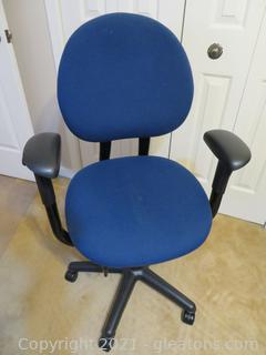 Sturdy Blue Cloth Office Chair