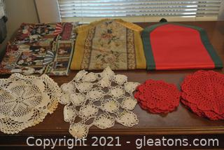 Tablerunner and Handmade Doilies (Lot of 18)