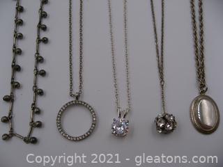 5 Costume Necklaces Lot 1