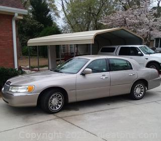 Well Maintained 2000 Lincoln Signature Series Town Car