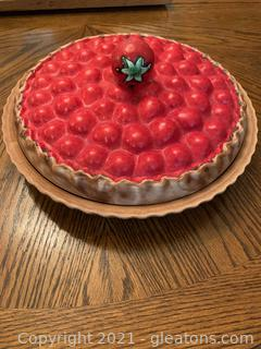 "Ceramic Covered Pie Plate ""Strawberry"""
