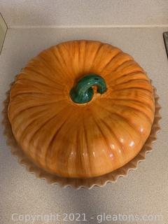 """Ceramic Covered Pie Plate """"Pumpkin"""""""
