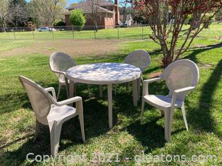 Outdoor Patio Set/Table and 4 Chairs