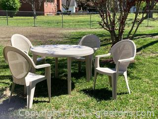 Outdoor Patio Set/Table and 5 Chairs