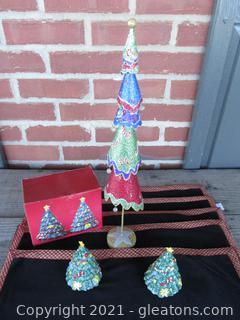 Five Boston Color Collection Place Mats / Nikko Christmas Holiday Tree Salt & Pepper Set / Metal Glittery Christmas Tree