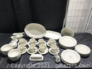 Pfaltzgraff Heirloom (Retired) Stoneware Dinnerware Set