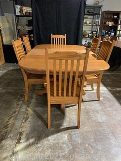 Delightful Amish-Made Oak Dining Table with 6 Chairs