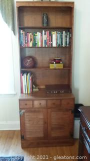 Traditional Ethan Allen Cabinet with Hutch