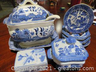Lot of 7 Asian Porcelain Items