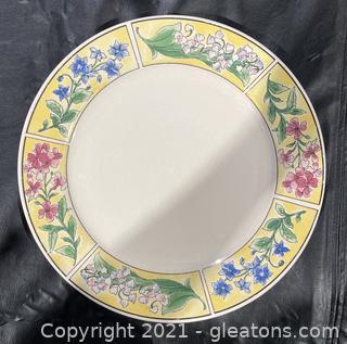 24pc Majestic Ware Dish Set
