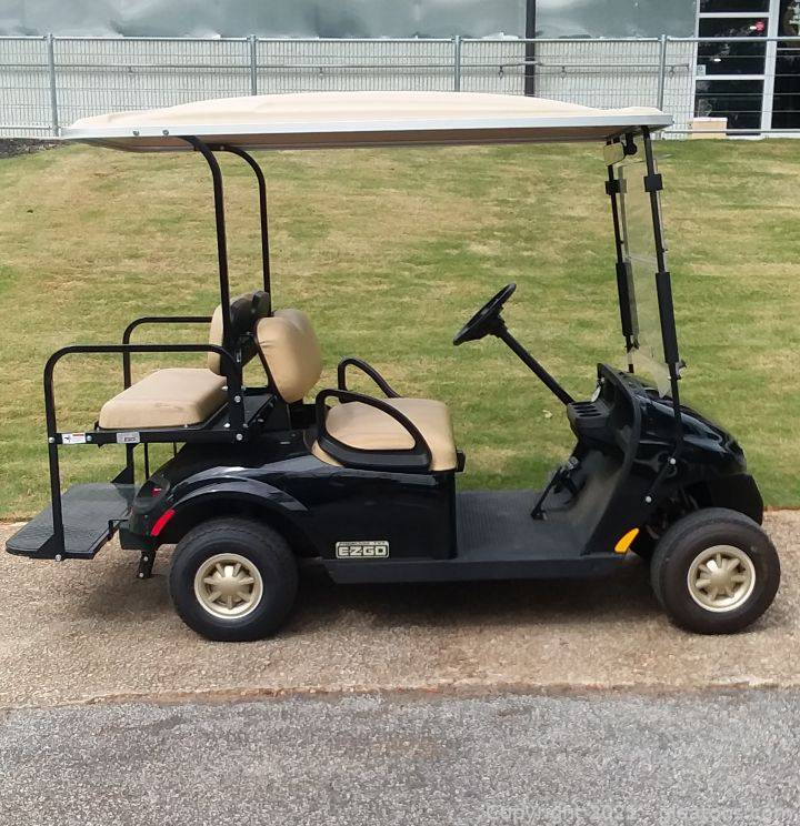 Very Nice E-Z-GO E2 TXT 48 Volt Freedom Electric Gold Cart and Charger