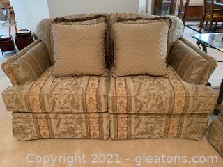 Haverty's Loveseat W/4 Throw Pillows