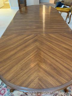 Beautiful Bernhardt Dining Table W/ 2 Leaves