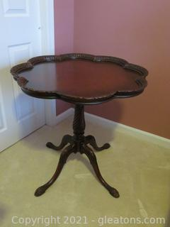 Elegant Antique Round Pie Crust Pedestal Table