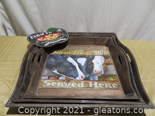 Country Lot of 5 Items : 3 Wood Trays and 2 Signs