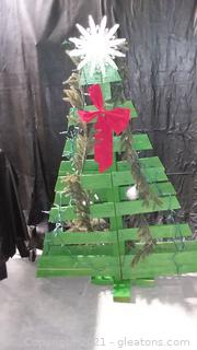 Green Wooden Pallet Christmas Tree